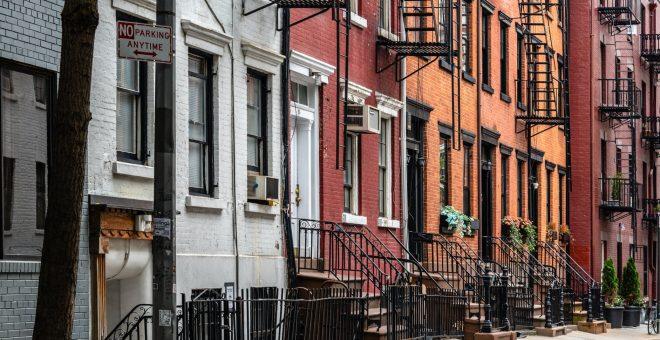 Bländande fasadrenovering i bostadsrättsförening BRF